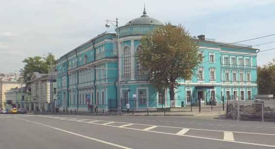 Улица Волхонка. Красивое здание