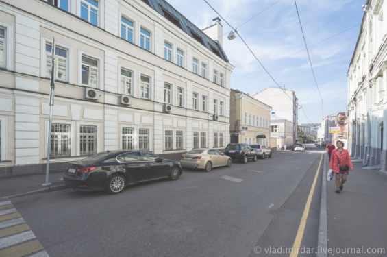 Москва. Подколокольный переулок
