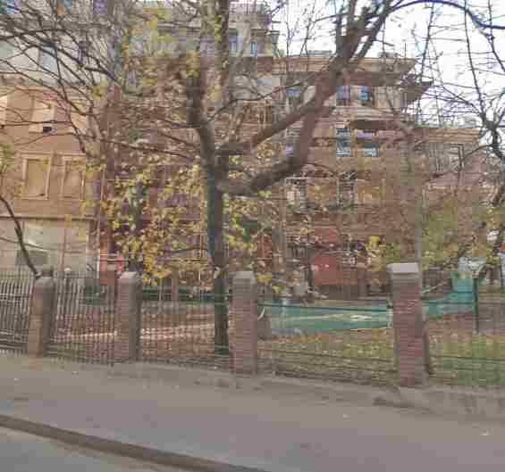 Москва. Район Хамовники. 2 Зачатьевский переулок 11