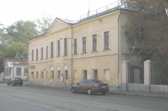 Дубининская улица 53. Старинный жилой дом, построенный в 1-й трети XIX столетия