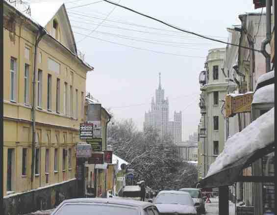 Москва. Большой Спасоглинищевский переулок зимой