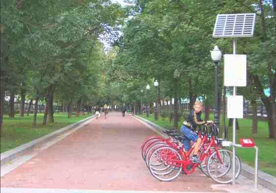 Покровский бульвар. Пункт проката велосипедов