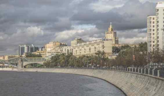 Саввинская набережная и Москва-река