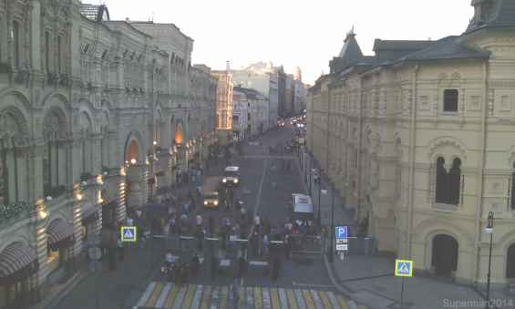 Старинная оживлённая улица Ильинка