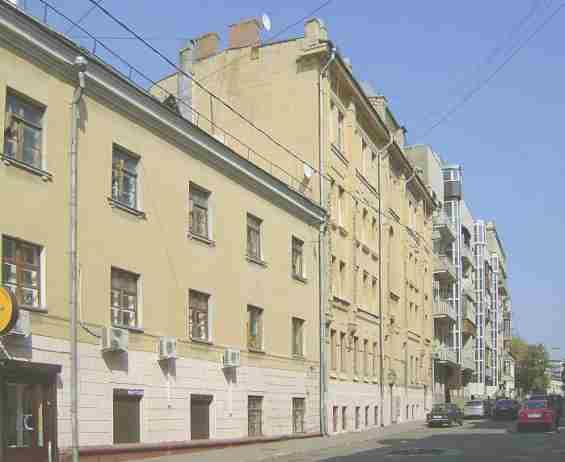 Печатников переулок 11 Старинный, построенный в начале ХХ века 4-х этажный доходный дом