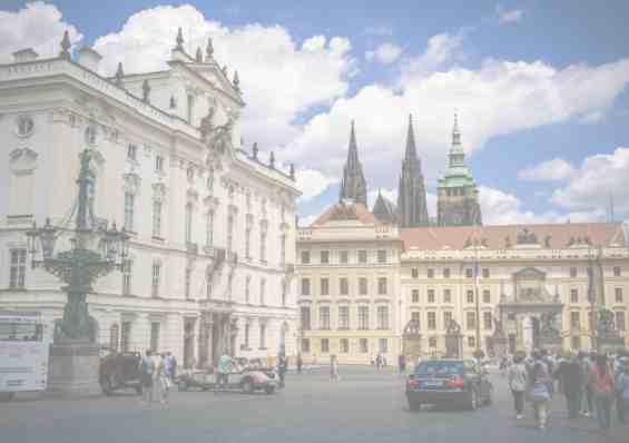 Город Прага. Многочисленные туристы